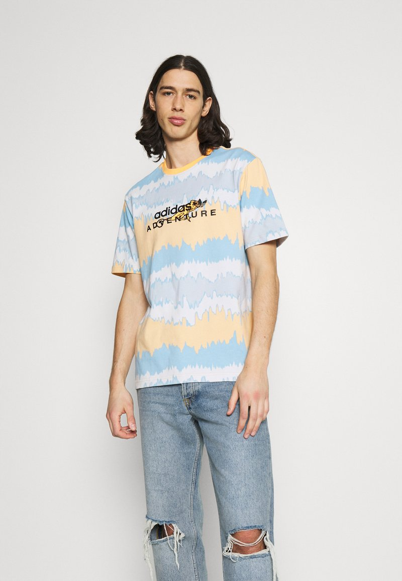 adidas Originals - UNISEX - T-shirt con stampa - hazy orange/multicolor