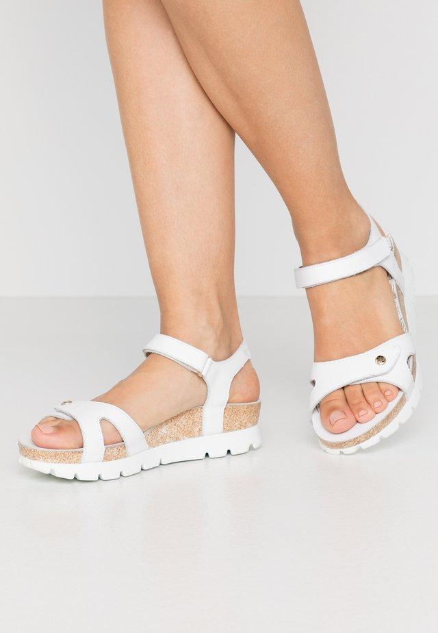 SULIA COLORS - Wedge sandals - weiß