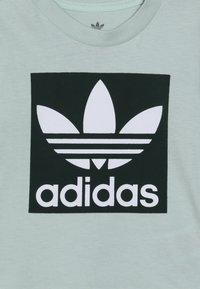 adidas Originals - TREFOIL TEE - T-shirt med print - light green - 3