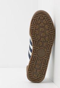 adidas Originals - JEANS UNISEX - Trainers - footwear white/collegiate navy - 4