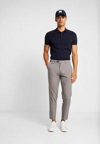 Lindbergh - CLUB PANTS - Trousers - sand mel - 1