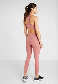 Casall - CORE  - Leggings - calming red - 2
