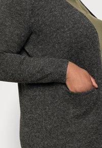 Vero Moda Curve - VMDOFFY OPEN - Cardigan - black melange - 4