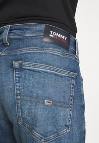Tommy Jeans - AUSTIN SLIM TAPERED - Slim fit jeans - dynamic chester mid blue - 5