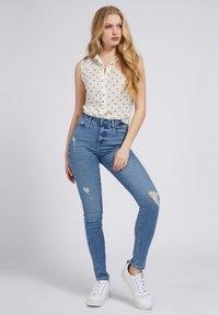 Guess - PRINT ALLOVER  - Button-down blouse - mehrfarbig, grundton blau - 1