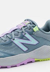 New Balance - NITREL LACES UNISEX - Trail running shoes - grey - 5