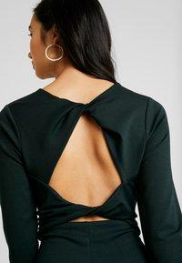 Lost Ink - TWIST BACK BODYCON DRESS - Etuikjoler - dark green - 4