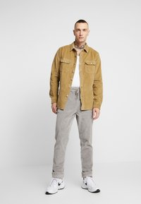 Levi's® - JACKSON WORKER - Skjorta - harvest gold - 1