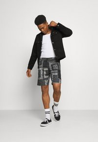 Levi's® - UTILITY UNISEX - Shortsit - blacks - 1