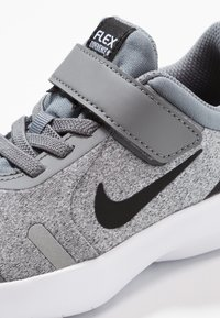 Nike Performance - FLEX EXPERIENCE RN 8 - Scarpe running neutre - cool grey/black/reflect silver/white - 2