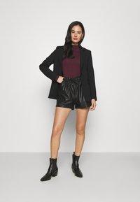 Miss Selfridge - PU PAPERBAG  - Shorts - black - 1