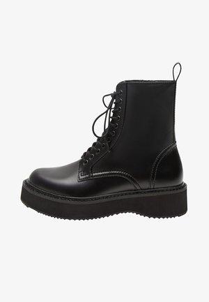 NICOLA - Kotníkové boty na platformě - schwarz