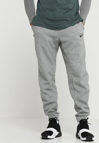 Nike Performance - THRMA TAPER - Pantalon de survêtement - dark grey heather/black - 0
