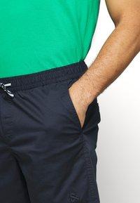 Jack & Jones - JJIFREE JJJOGGER - Shorts - navy blazer - 4