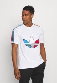 adidas Originals - TRICOL TEE UNISEX - T-shirts print - white - 0