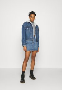 Levi's® - NEW HERITAGE SHERPA - Giacca di jeans - hot head - 1