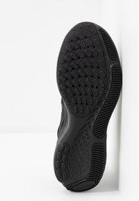 Nike Performance - REACT MILER - Obuwie do biegania treningowe - black - 4