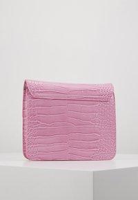 HVISK - CAYMAN SHINY STRAP BAG - Across body bag - pastel purple - 3