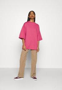 Object - OBJVERITA TEE - T-shirts - honeysuckle - 1