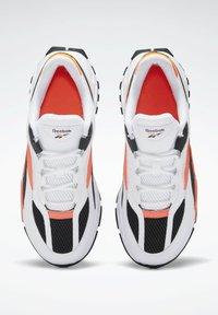 Reebok Classic - EVASION 20 SHOES - Zapatillas - white - 1