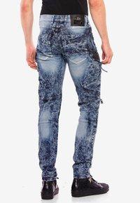 Cipo & Baxx - COOLER WASCHUNG UND ZIERNÄHTEN - Straight leg jeans - blue - 2
