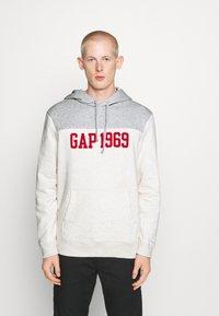 GAP - 1969 - Bluza z kapturem - light heather grey - 5
