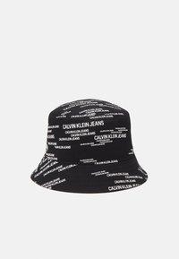 Calvin Klein Jeans - URBAN BUCKET UNISEX - Hat - black/white - 0