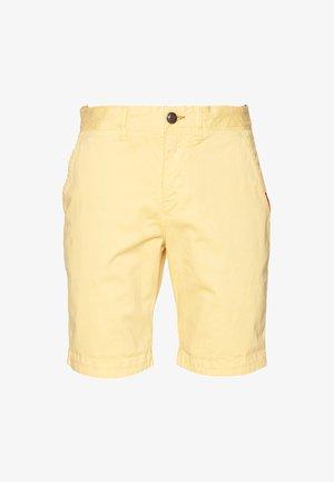 INTERNATIONAL CHINO SHORT - Shorts - vanilla yellow