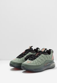 Nike Sportswear - MX-720-818 - Sneakersy niskie - jade stone/team orange/juniper fog/black - 2