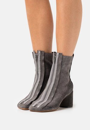 REVERSED ANATOMIC  - Classic ankle boots - gunmetal