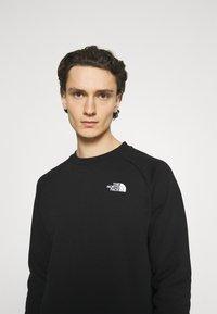 The North Face - RAGLAN REDBOX CREW NEW  - Sweatshirt - black/white - 4