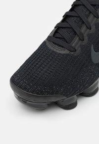 Nike Sportswear - AIR VAPORMAX FLYKNIT 3 UNISEX - Zapatillas - black/anthracite/white/metallic silver - 4
