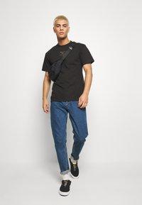 HUF - HUFEX TEE - T-shirt print - black - 1