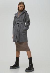 PULL&BEAR - Klasický kabát - dark grey - 1