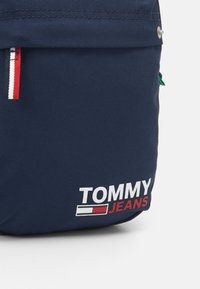 Tommy Jeans - TJM CAMPUS  REPORTER - Across body bag - blue - 3