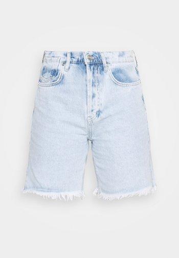 BERMUDA - Shorts di jeans - light wash