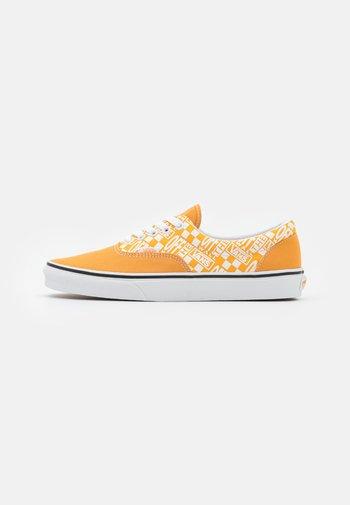 ERA UNISEX  - Zapatillas - golden nugget/saffron