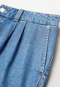 Violeta by Mango - MIT MITTELHOHEM BUND - Relaxed fit jeans - mittelblau - 5