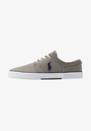 Baskets basses - athletic grey