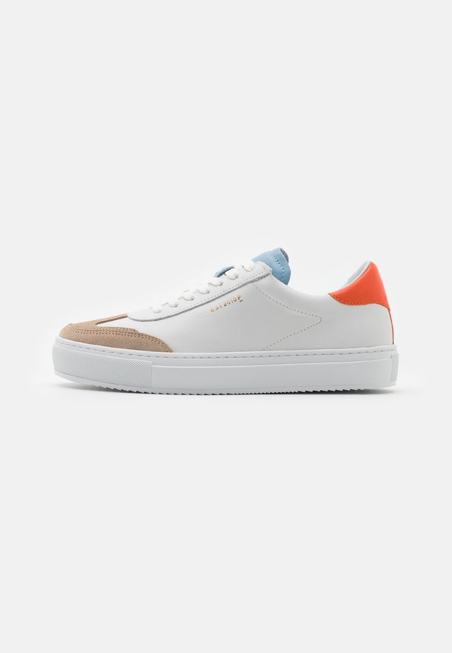 CAMILLE - Sneakers - white/orange