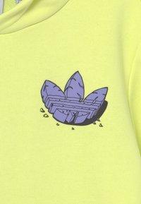 adidas Originals - HOODIE UNISEX - Collegepaita - pulse yellow/light purple - 2