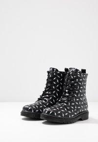shoeb76 - Šněrovací kotníkové boty - black - 3