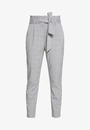 VMJENNANAEVA LOOSE PAPERBAG PANT - Pantaloni - placid blue/snow white
