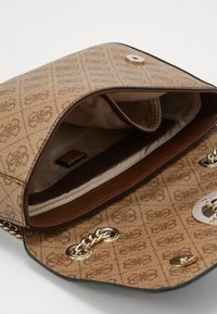 Guess - OPEN ROAD XBODY FLAP - Schoudertas - brown - 4