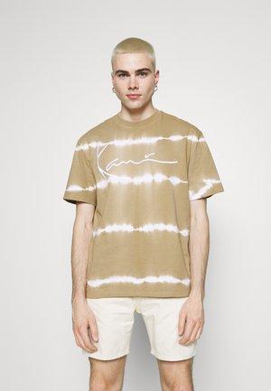SIGNATURE TEE UNISEX - T-shirt imprimé - sand