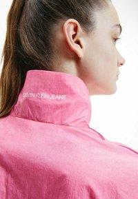 Calvin Klein Jeans - DIP DYE - Training jacket - gradient dark clove - 3