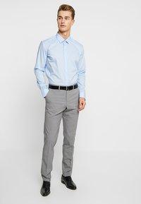 Seidensticker - MODERN KENT X SLIM - Camicia elegante - hellblau - 1