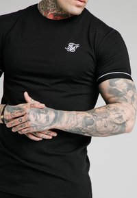 SIKSILK - DUALITY GYM TEE - T-shirt - bas - black - 4