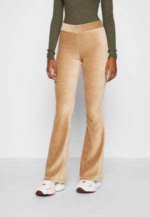 NMALBA FLARED PANT - Pantalones - tigers eye