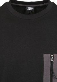 Urban Classics - BOXY BIG CONTRAST POCKET - Long sleeved top - black - 1